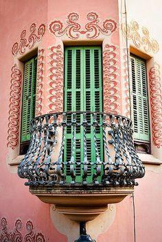 Gaudi's house - Park Güell, Barcelona, Spain. Barcelona Architecture, Art Nouveau Architecture, Beautiful Architecture, Beautiful Buildings, Art And Architecture, Architecture Details, Modern Buildings, Antonio Gaudi, Parc Guell