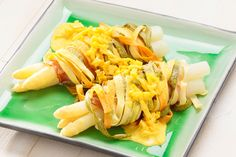 Spargel-Nudel-Strudel - Annemarie Wildeisen's KOCHEN Strudel, Pasta Salad, Cabbage, Vegetables, Ethnic Recipes, Food, Eating Raw, Fennel, Asparagus