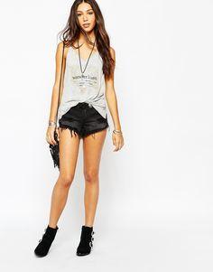 Lira - Short en jean taille basse déchiré avec détails effilochés et ceinture disque