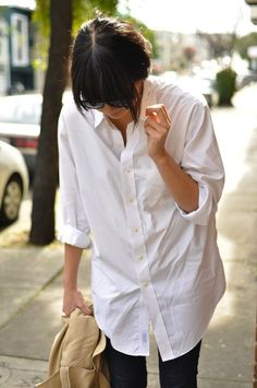 10-ways-to-wear-a-white-shirt-10- Oversized men's shirt, skinny pants