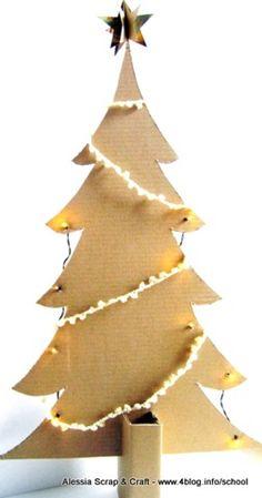 albero di cartone riciclato