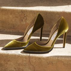 Citrus Velvet Heels with Crystal Trim. Discover the Cruise collection and shop the latest trends. Sarah Jessica, Jessica Parker, Dream Shoes, Crazy Shoes, Cute Shoes, Me Too Shoes, Shoes Valentino, Shoe Boots, Shoes Heels