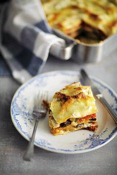 Kasvislasagne paahtokasviksista Veggie Dishes, Veggie Recipes, Low Carb Recipes, Vegetarian Recipes, Veggie Food, Vegetarian Lasagne, Vegetable Lasagne, Lemon Ricotta Recipe, Good Food
