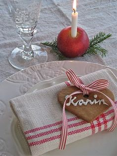 rød+jul   är kommer ett fint litet dukningstips så här till den sista ...