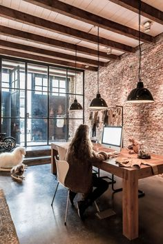 Relaxation Chic Home Office Designs With Brick Walls Garage Office, Loft Office, Cool Office Space, Industrial Office Design, Home Office Design, House Design, Office Designs, Office Dividers, Warehouse Office