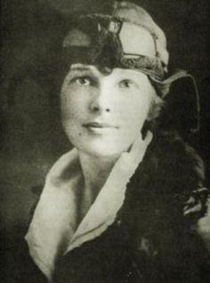 Amelia Earhart desapareció en 1937 sin dejar rastro mientras sobrevolaba el Pacífico. Aún hoy no se sabe qué fue lo que pasó.