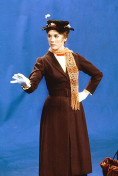 Filming of Mary Poppins - for whatever reason, I imagine Mary Poppins and Nora would get along very well. Mary Poppins Musical, Mary Poppins 1964, Julie Andrews Mary Poppins, Disney Costumes, Movie Costumes, Disney Outfits, English Actresses, Actors & Actresses, Alex And Ani Disney