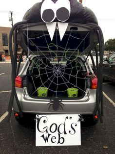 What is trunk-or-treat? It is one of a special event on Halloween night at parking car area. Trunk-or-treat is very popular for student and also a church. Most of the car is decorated with Halloween t ideas for events 16 Trunk or Treat Decorating Ideas Halloween Night, Holidays Halloween, Halloween Party, Halloween 2020, Halloween Office, Halloween Car Decorations, Halloween Themes, Halloween Costumes, Trunk Or Treat