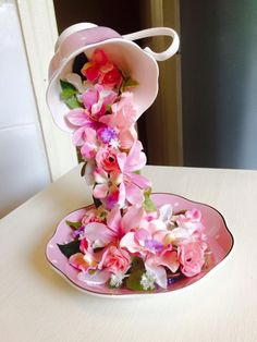 Want to know how to make a tea cup look like its floating? Mandie Hopkinson shares how to do this using 4 simple materials!