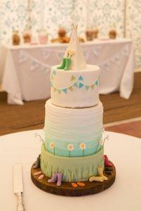 Tipi and daisy wedding cake.
