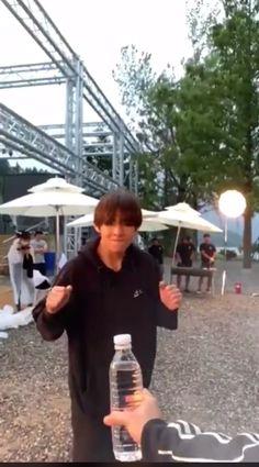 Bts taehyung video such a disappointment? Bts Taehyung, Bts Jimin, Bts Bangtan Boy, Kim Taehyung Funny, Jungkook And Jin, Foto Bts, Bts Photo, Bts Funny Videos, Bts Memes Hilarious