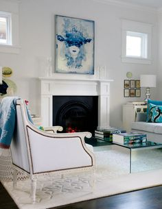 25 décors de salon tendances pour vous inspirer: Couleur bleu, mélange de textures et oeuvre d'art | Décormag