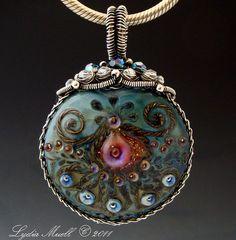 Magnifique !  http://www.lampworktreasures.com/albums/album_image/6387459/7609334.htm