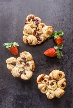 Puff Pastry Rose Hearts, a beautiful, fast and easy sweet recipe. Filled with chocolate, cream or jam they make the perfect dessert.