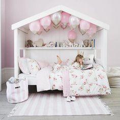 The White Company kids rooms. Habitaciones infantiles, camas, muebles, edredones y hasta pijamas. Decora la habitación de los niños con todos los detalles.