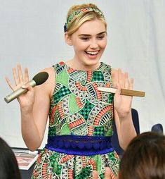 Meg Donnelly, Zombie Disney, Zombies, Pretty Outfits, My Idol, Poses, Actresses, Fan, Queen