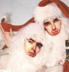 A VERY Merry Christmas from the Gallagher brothers. Liam Gallagher Oasis, Noel Gallagher, Oasis Music, Oasis Band, Britpop, Very Merry Christmas, Crazy Cats, Cool Bands, Indie