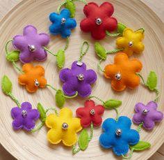 Doejij creaties: ♥ Nieuw: Kleurige, fleurige bloemenslinger met belletjes!