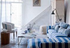 Divano a righe in salotto - Divano a righe in salotto per arredare casa in stile marinaro