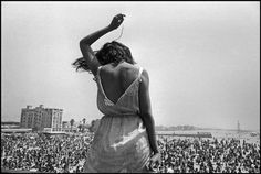 Venice Beach Rock Festival. California, 1968. Photo © Dennis Stock/Magnum Photos