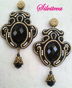 Pendientes Soutache en beige y negro Types Of Embroidery, Beaded Embroidery, Shibori, Soutache Earrings, Drop Earrings, Beaded Jewelry, Handmade Jewelry, Fashion Sewing, Diy Accessories
