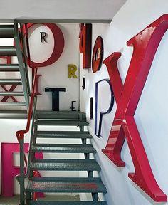 Letras en la escalera