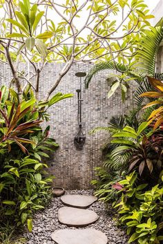 sea shanty Jimbaran-bali interiors The Effective Pictures We Offer You About tropical garden ideas f Outdoor Baths, Outdoor Bathrooms, Indoor Outdoor, Backyard Patio, Backyard Landscaping, Sloped Backyard, Tropical Landscaping, Outside Showers, Outdoor Showers
