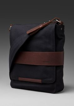 NIXON Port Messenger Bag in Black at Revolve Clothing - Free Shipping!  Bolsas Jeans 4d702d38b4a3a