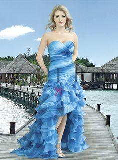 V cyklamenovej, fialovej, červenej, modrej a tyrkysovej farbe. Strapless Dress Formal, Formal Dresses, Fashion, Colors, Formal Gowns, Fashion Styles, Formal Dress, Evening Gowns, Fashion Illustrations