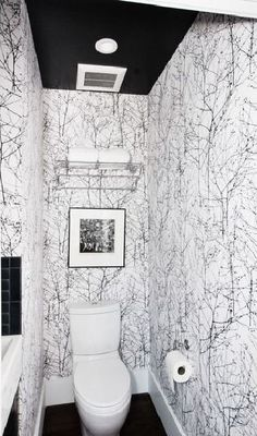 Papier peint noir et blanc pour les toilettes