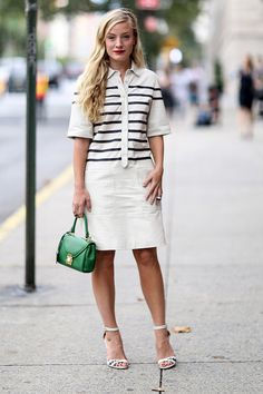 Pin for Later: All the Best Street Style From New York Fashion Week NYFW Street Style Day 5 Sharp stripes and a pop of colour — what's not to love about that? Nyfw Street Style, Looks Street Style, Cool Street Fashion, Street Style Women, 30 Outfits, Summer Work Outfits, Fashion Outfits, Summer Outfit, Summer Fashion For Teens