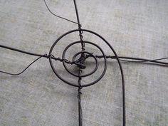Výroba malého drátěného košíčku Wire Baskets, Wire Art, Washer Necklace, Jewelry, Wire Crafts, Iron, Wire Flowers, Sculpture, Objects