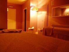 Luci soffuse, adeguata musica in sottofondo, asciugamani morbidi e profumati su cui sdraiarsi...pronti per un massaggio o anche solo per un momento di assoluto #relax. #benessere #Umbria  http://www.facebook.com/photo.php?fbid=437283343024263=a.199171226835477.50846.193125050773428=1