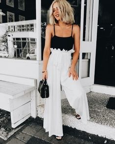 40 Stunning Black And White Summer Outfits Ideas White Summer Outfits, Simple Outfits, Spring Outfits, Casual Outfits, Cute Outfits, Fashion Outfits, Womens Fashion, Winter Outfits, Wide Leg Pants Outfit Summer