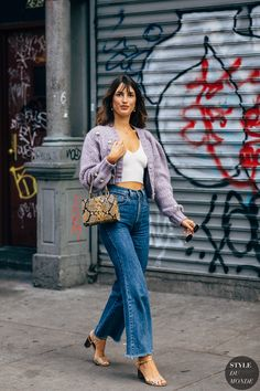 Mar 2020 - Jeanne Damas between the trend exhibits. The publish New York SS 2020 Street Style: Jeanne Damas appeared first on STYLE DU MONDE Jeanne Damas, Looks Street Style, Looks Style, Style Chic Parisien, Style Parisienne, Parisian Chic Style, French Street Fashion, French Girl Style, Pinterest Fashion