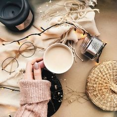 Lovely Fall Vibes To Inspire You Composition Photo, Photo Pour Instagram, Flat Lay Photography Instagram, Flat Lay Inspiration, Autumn Aesthetic, Cosy Aesthetic, Rosa Rose, Coffee And Books, Jolie Photo