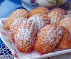 #madeleines #lemonlavender #βουτήματα #κεράσματα #nostimiesgiaolous Lavender, Lemon, Bread, Food, Madeleine, Meals, Breads, Bakeries, Yemek