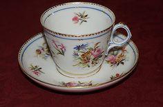 Tasse à café / thé en porcelaine de Sèvres / Paris décor de fleurs XIXe Limoges