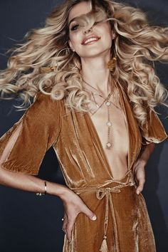 California-based jewelry brand Lili Claspe recently launched its winter 2015 collection, featuring inspired pieces. Model Gina Vaia stars in the look Studio 54 Fashion, 70s Fashion, Seventies Fashion, Fashion Tag, Fashion Brands, Mode Disco, Style Année 70, Boho Style, Metallic Jumpsuits