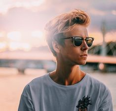 Images, GIFs and Imagines of the one and only, heart throb, Joseph Sugg Joe And Zoe Sugg, Dwane Johnson, Joseph Sugg, Buttercream Squad, Sugg Life, Jack Maynard, British Youtubers, Vlog Squad, Joey Graceffa