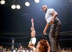 Ali vs Sonny Liston - Jersey Joe Walcott, referre -  5. 25. 1965  |  image  John Dominis