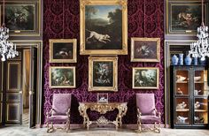 Housed in a private mansion, the Musée de la Chasse et de la Nature museum showcases the role of animals and nature in art.