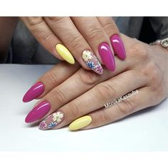 Cute nails for cute ladies Gold Glitter Nails, Purple Nails, Bling Nails, Claw Nails, Mermaid Nails, Flower Nails, Stylish Nails, Holiday Nails, Nails Inspiration