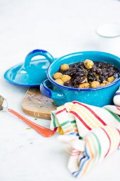 Sopa de frijol negro con bolitas de masa   Comida tradicional | Latina | Latino | frijoles | cebolla | harina | menta | chile serrano | sal de mar |  @PVainilla