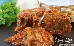 Рецепт – Томленые говяжьи ребрышки с томатно-овощным соусом