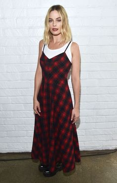 """Margot Robbie Photos - Margot Robbie attends """"Indie Contenders Roundtable"""" at AFI FEST 2017 Presented By Audi at Hollywood Roosevelt Hotel on November 2017 in Hollywood, California. - AFI FEST 2017 Presented by Audi - Indie Contenders Roundtable Margot Robbie Style, Margot Elise Robbie, Margo Robbie, Celebrity Dresses, Celebrity Style, Miu Miu, Versace Gown, Old Hollywood Glamour, Hollywood Fashion"""