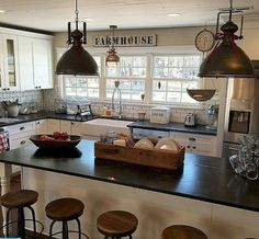 Awesome 50+ Farmhouse Kitchen Cabinets Decorating Ideas On A Budget https://carribeanpic.com/50-farmhouse-kitchen-cabinets-decorating-ideas-budget/