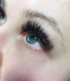 Dramatic wedding eyelash extensions that will show up in pictures!