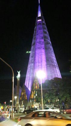 Vista noturna da Catedral de Maringá-PR