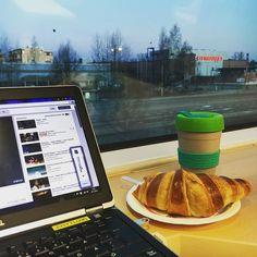 Aamujunasta huomenta. Ystäväni kannettava ja se kahvi taas kuvissa. Herättelen itseäni ihanalla Bieberillä go and love yourself  Have a wonderful day!  #goodmorning #train #hyväähuomenta #työmatkalla #kahvi #coffee